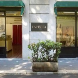 Pop-up store with showcases in Corso Vercelli